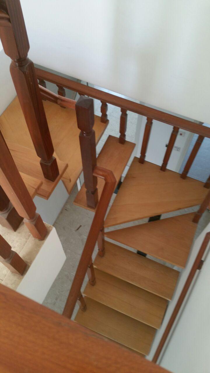 מבט אל גרם המדרגות הישן